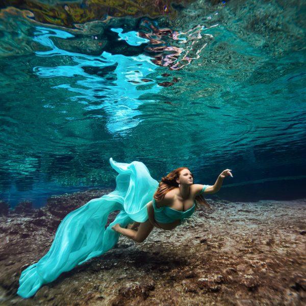 underwater maternity photographer - water bear photography - gainesville florida
