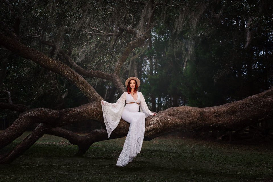 outdoor maternity photoshoot - water bear photography in gainesville florida